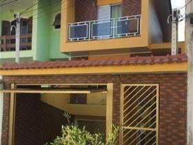 Sobrado à venda em Guarulhos, 3 dorms, 1 suíte, 3 wcs, 6 vagas, 190 m2 úteis