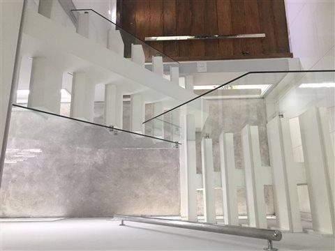 Sobrado à venda em Guarulhos (Pq Continental I), 3 dormitórios, 3 suites, 4 banheiros, 4 vagas, 250 m2 de área útil, código 29-869 (foto 3/23)