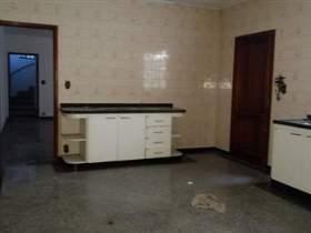 Sobrado à venda em Guarulhos, 3 dorms, 2 wcs, 7 vagas, 200 m2 úteis