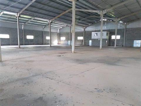 Galpão para alugar em Santa Isabel, 3700 m2 úteis
