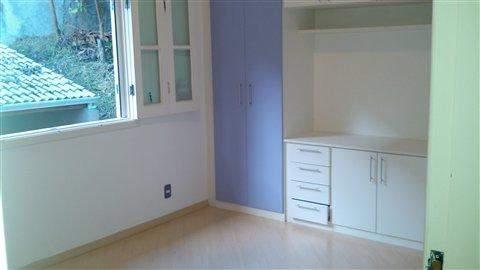 Sobrado em Mogi Das Cruzes (Pq Res Itapeti), 3 dormitórios, 1 suite, 3 banheiros, 8 vagas, 220 m2 de área útil, código 284-2 (foto 12/27)